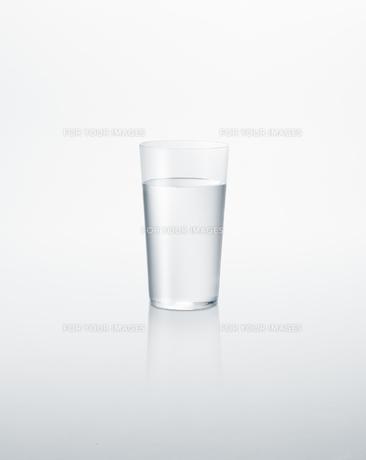 グラスに入った水の素材 [FYI01008662]
