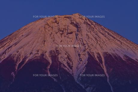 夕陽に染まる富士山の素材 [FYI01009833]