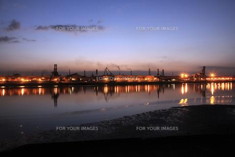 港の埠頭の夜明けの素材 [FYI01012193]