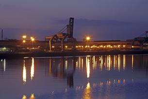 港の埠頭の夜明けの素材 [FYI01012207]