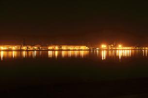 港の埠頭の夜景ライトアップの素材 [FYI01012266]