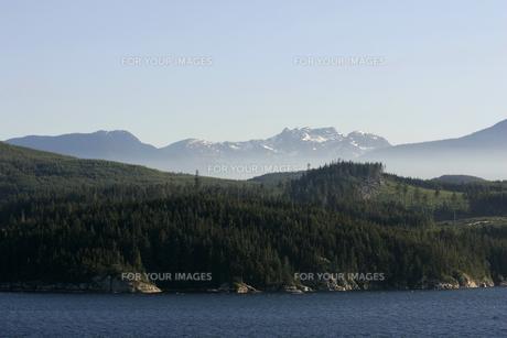 アラスカ湾と山並みの素材 [FYI01013792]