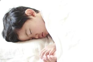 男の子の寝顔の素材 [FYI01014494]