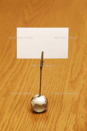 メモクリップに挟んだ白いカードの素材 [FYI01014504]