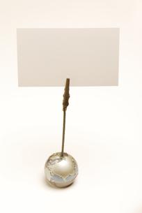 メモクリップに挟んだ白いカードの素材 [FYI01014558]