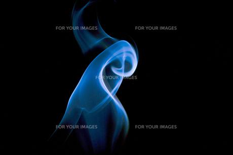 青い煙のイメージの素材 [FYI01015687]