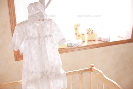 ハンガーにかけたベビー服の素材 [FYI01016596]