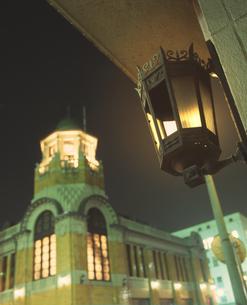 門司港レトロ 旧大阪商船の夜景の素材 [FYI01017402]