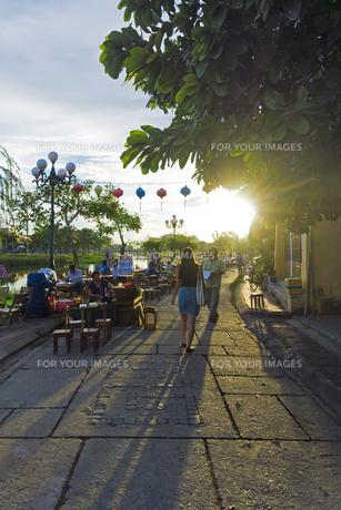 ホイアン旧市街の夕暮れの素材 [FYI01017565]
