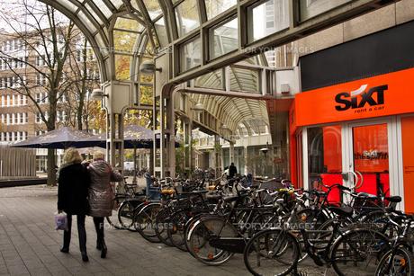 ドイツ鉄道 デュッセルドルフ中央駅出口の素材 [FYI01017961]