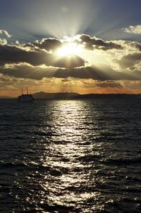 神戸港の夕日の素材 [FYI01018096]