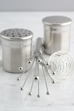 シルバーの塩コショウ入れの素材 [FYI01019829]