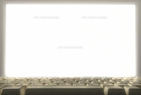 パソコン画面とキーボードの素材 [FYI01021309]