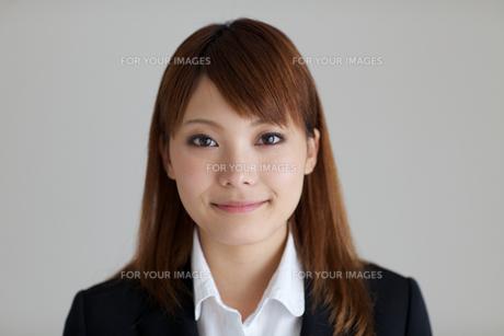 若い女性の正面胸上の素材 [FYI01028752]
