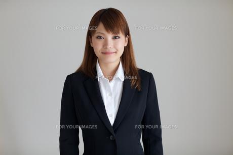 若い女性の正面上半身の素材 [FYI01028795]