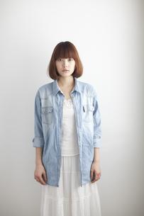 若い女性のポートレートの素材 [FYI01028840]