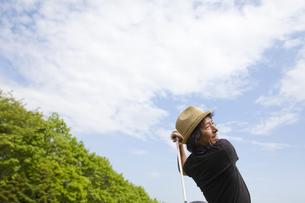 新緑とゴルファーの素材 [FYI01028893]