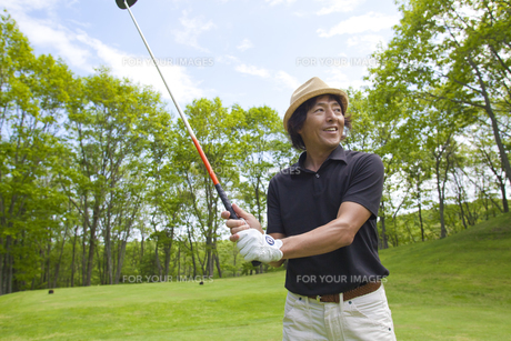 新緑とゴルファーの素材 [FYI01028900]