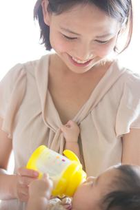 赤ちゃんと母親の素材 [FYI01030139]