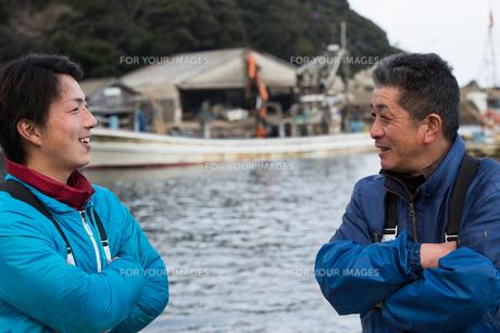 作業する漁師の素材 [FYI01030323]