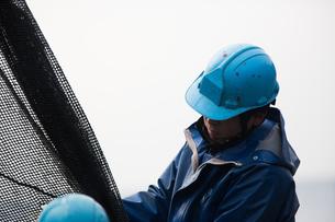作業する漁師の素材 [FYI01030333]