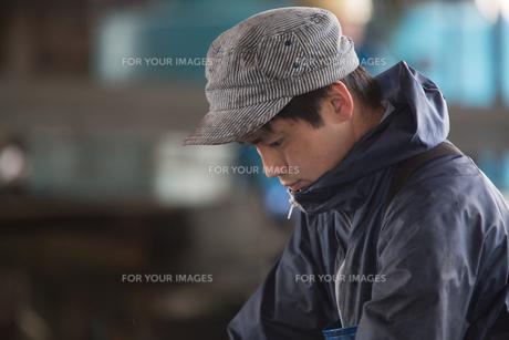 作業する漁師の素材 [FYI01030402]