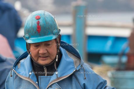 作業する漁師の素材 [FYI01030412]