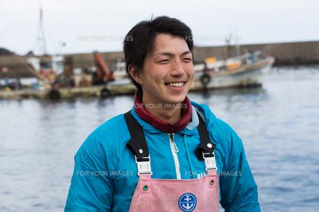 作業する漁師の素材 [FYI01030419]