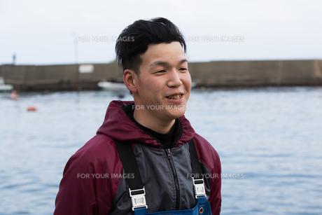 作業する漁師の素材 [FYI01030446]