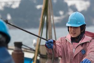 作業する漁師の素材 [FYI01030480]