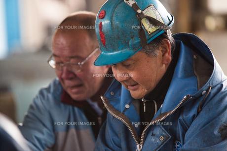 作業する漁師の素材 [FYI01030487]