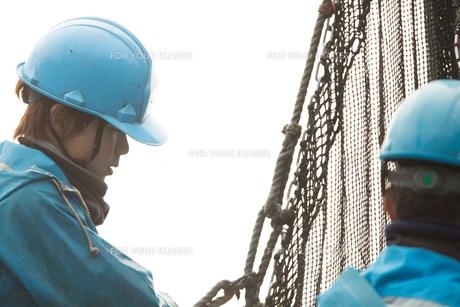 作業する漁師の素材 [FYI01030504]