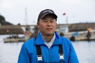 作業する漁師の素材 [FYI01030521]