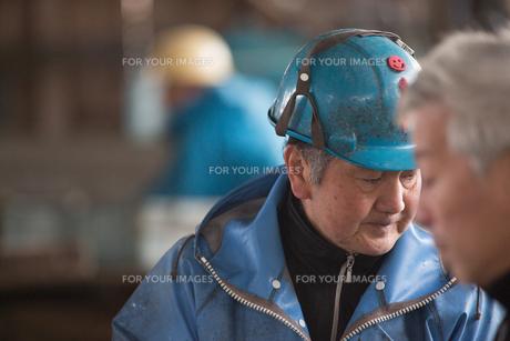 作業する漁師の素材 [FYI01030523]