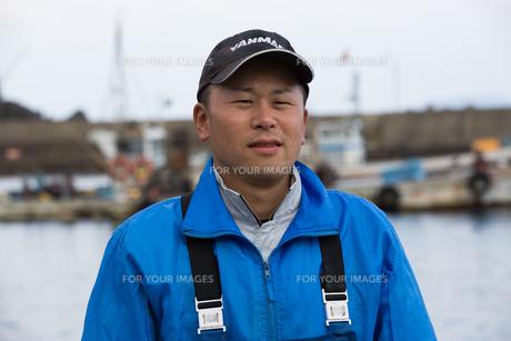 作業する漁師の素材 [FYI01030580]