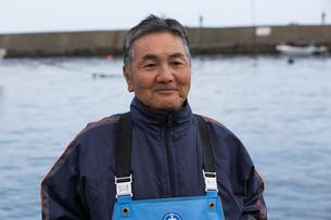 作業する漁師の素材 [FYI01030605]