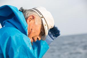 定置網漁の男性の素材 [FYI01030620]