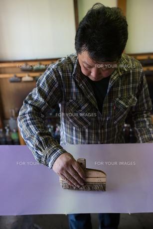 作業する中年男性の素材 [FYI01030637]