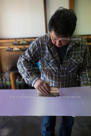 作業する中年男性の素材 [FYI01030653]