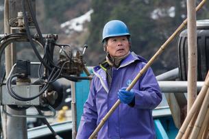 作業する漁師の素材 [FYI01030655]