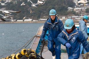 作業する漁師の素材 [FYI01030826]
