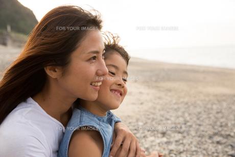 微笑む母娘の素材 [FYI01030853]