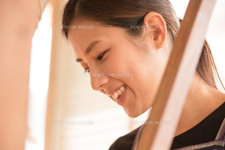 大島紬を織る女性の素材 [FYI01030869]