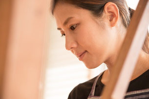 大島紬を織る女性の素材 [FYI01030907]