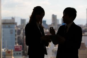 会議するビジネスマンの素材 [FYI01030939]