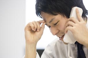会議するビジネスマンの素材 [FYI01030998]