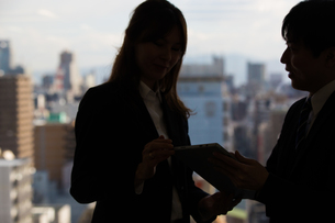 会議するビジネスマンの素材 [FYI01031051]