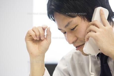 会議するビジネスマンの素材 [FYI01031080]