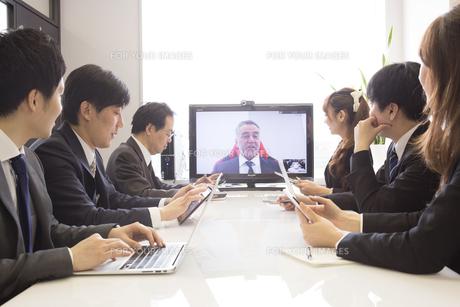 会議するビジネスマンの素材 [FYI01031106]