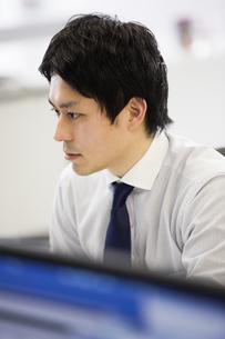 会議するビジネスマンの素材 [FYI01031146]